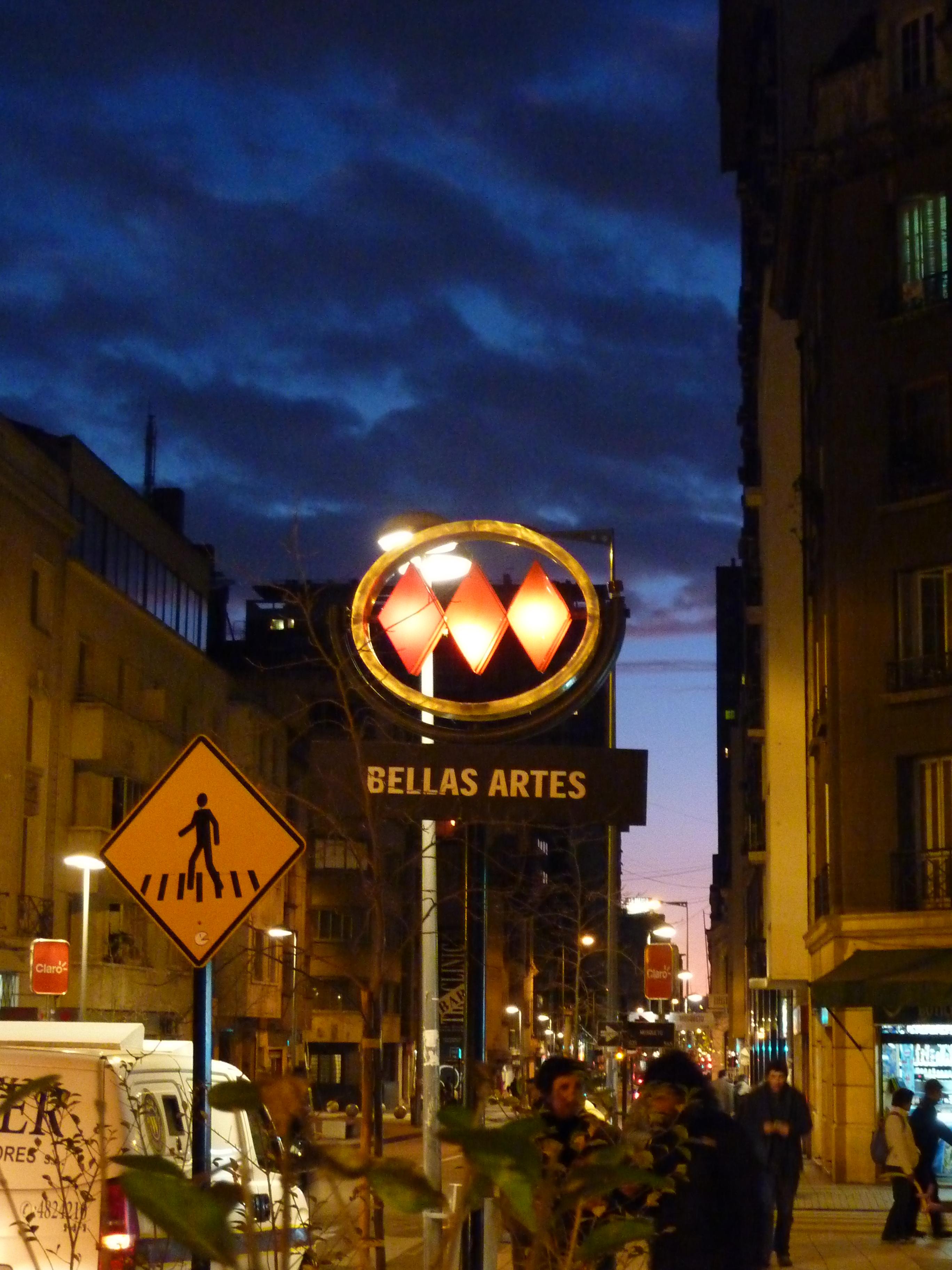 Description Chile - Metro Bellas Artes.jpg