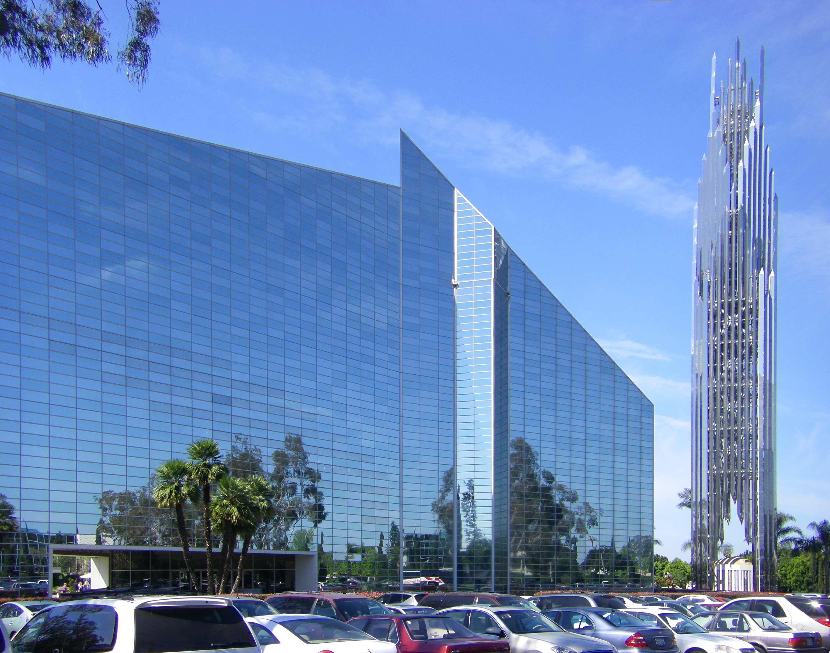 File Crystal Cathedral With Spire Jpg Wikimedia Commons