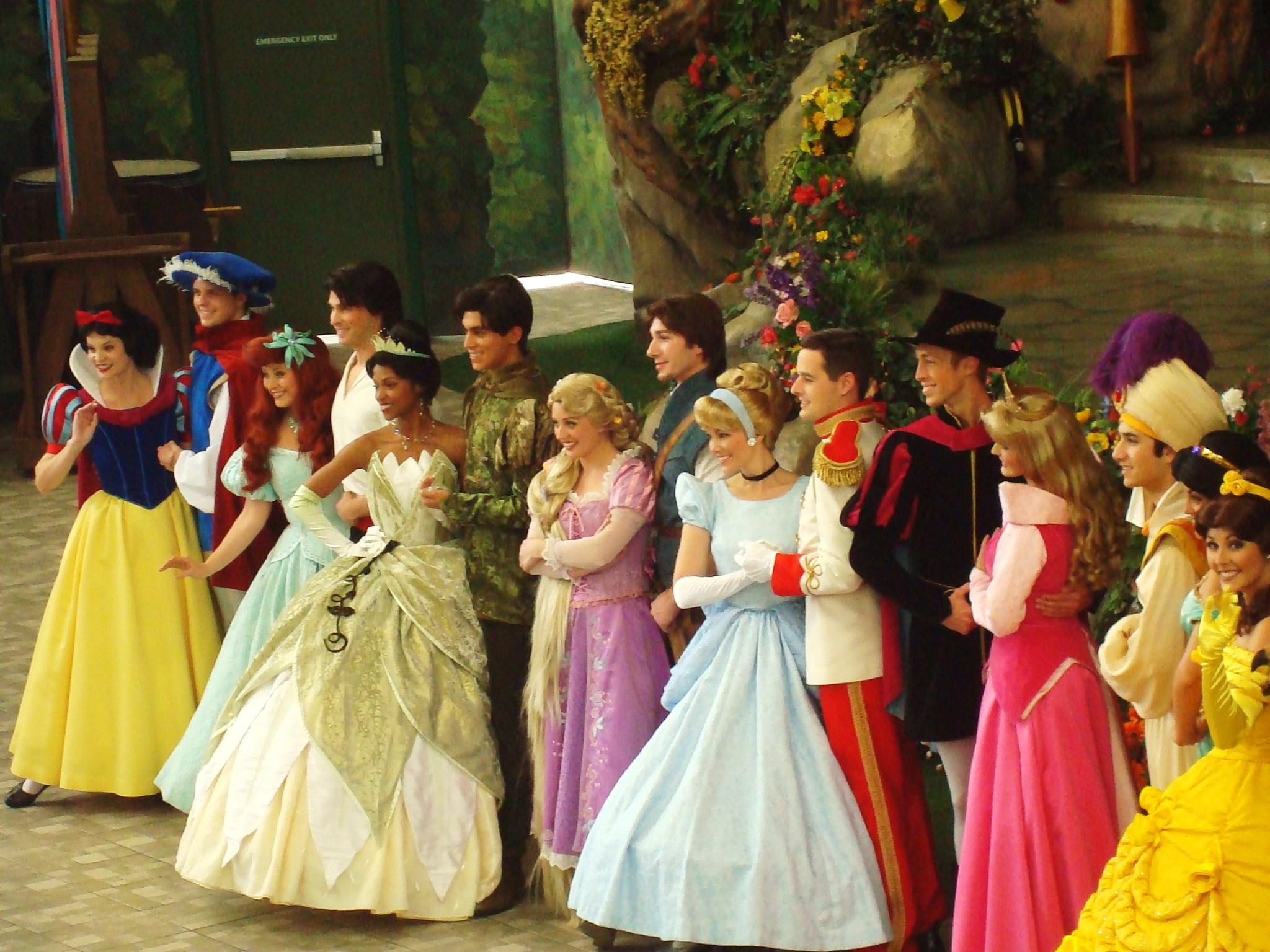 24a23e9f83f Ficheiro Disneyland 2012-02-14 Princess and Princesses b.jpg ...