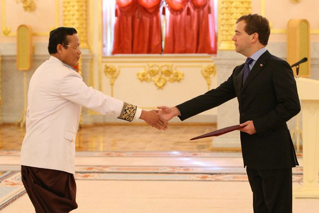 Ambassador Thay Vanna presents his credentials to Russian President Dmitry Medvedev on October 18, 2010.