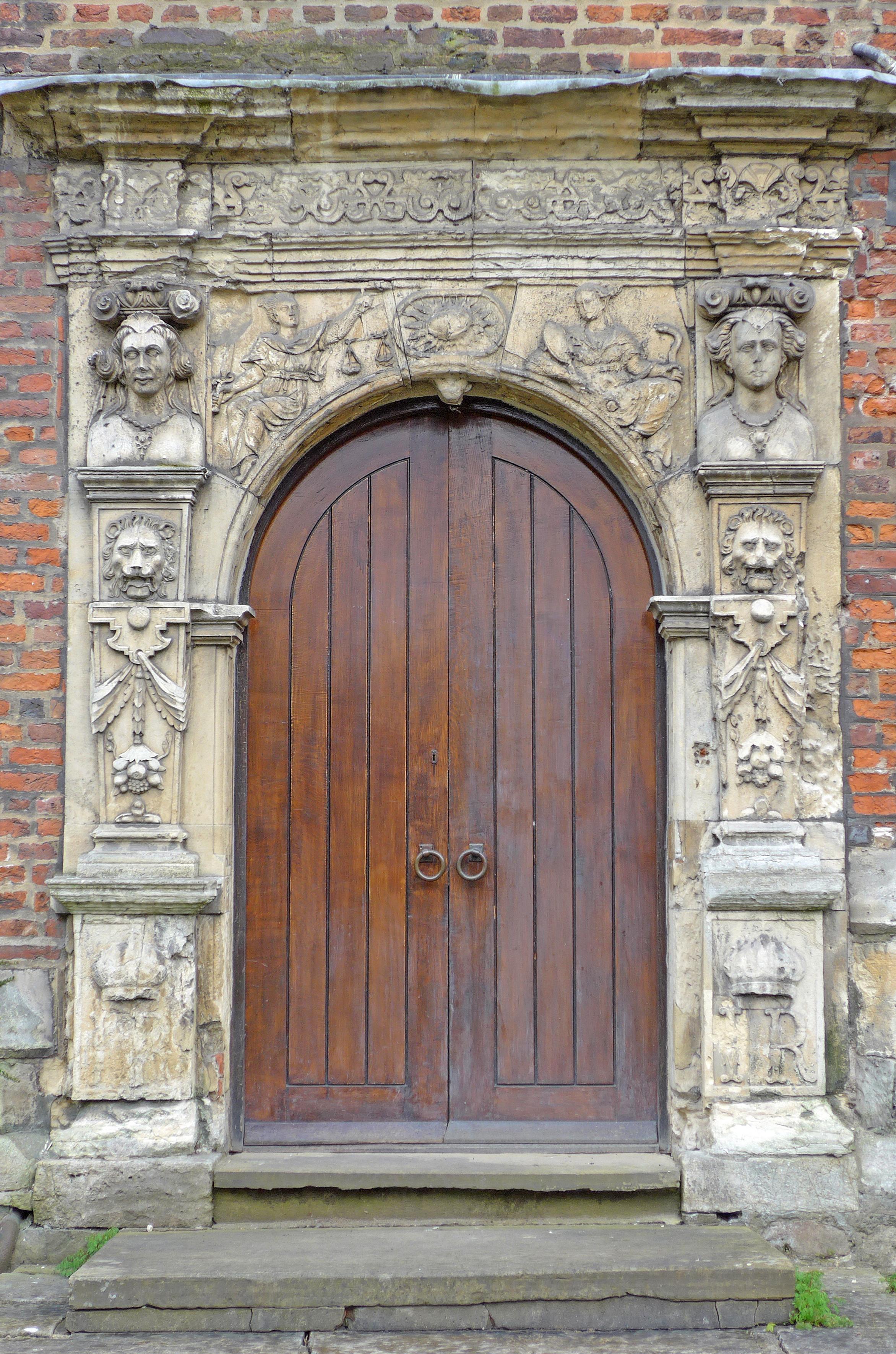 File:Door King\u0027s Manor York (26670615531).jpg