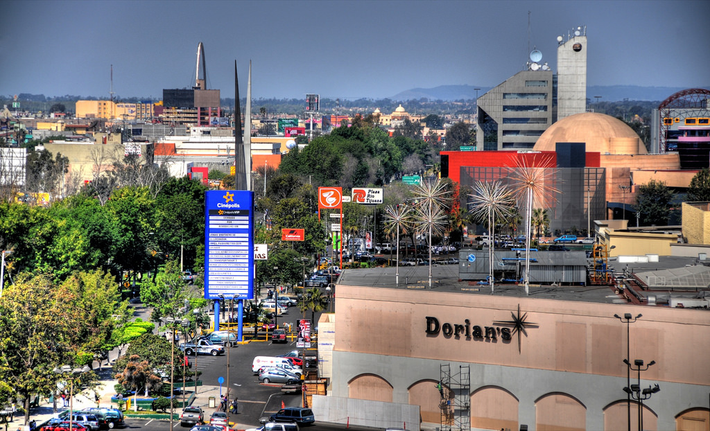 Archivo:Dorian's in Plaza Río Tijuana and panorama of Zona Río ...