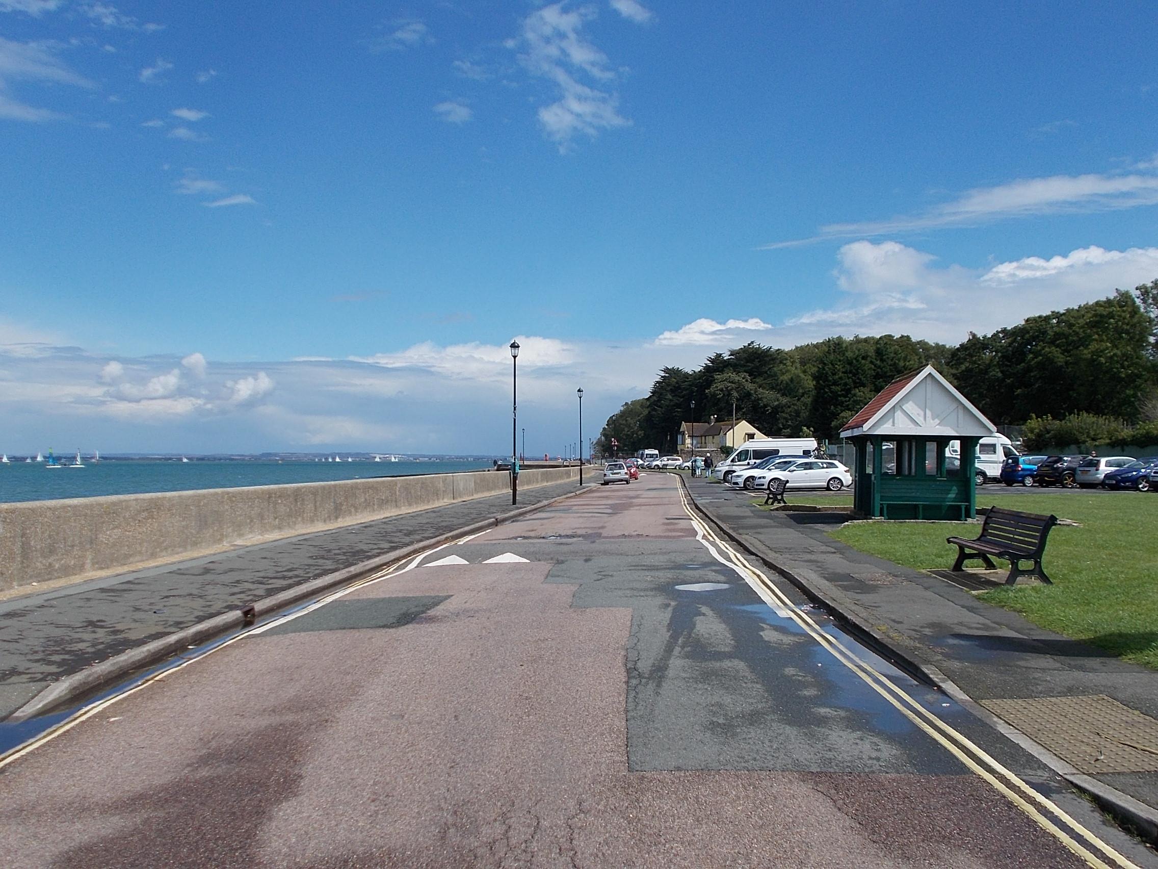 File:Esplanade, East Cowes, IW, UK.jpg - Wikimedia Commons