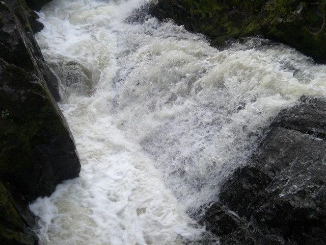 Falls Of Feugh - October - geograph.org.uk - 580227