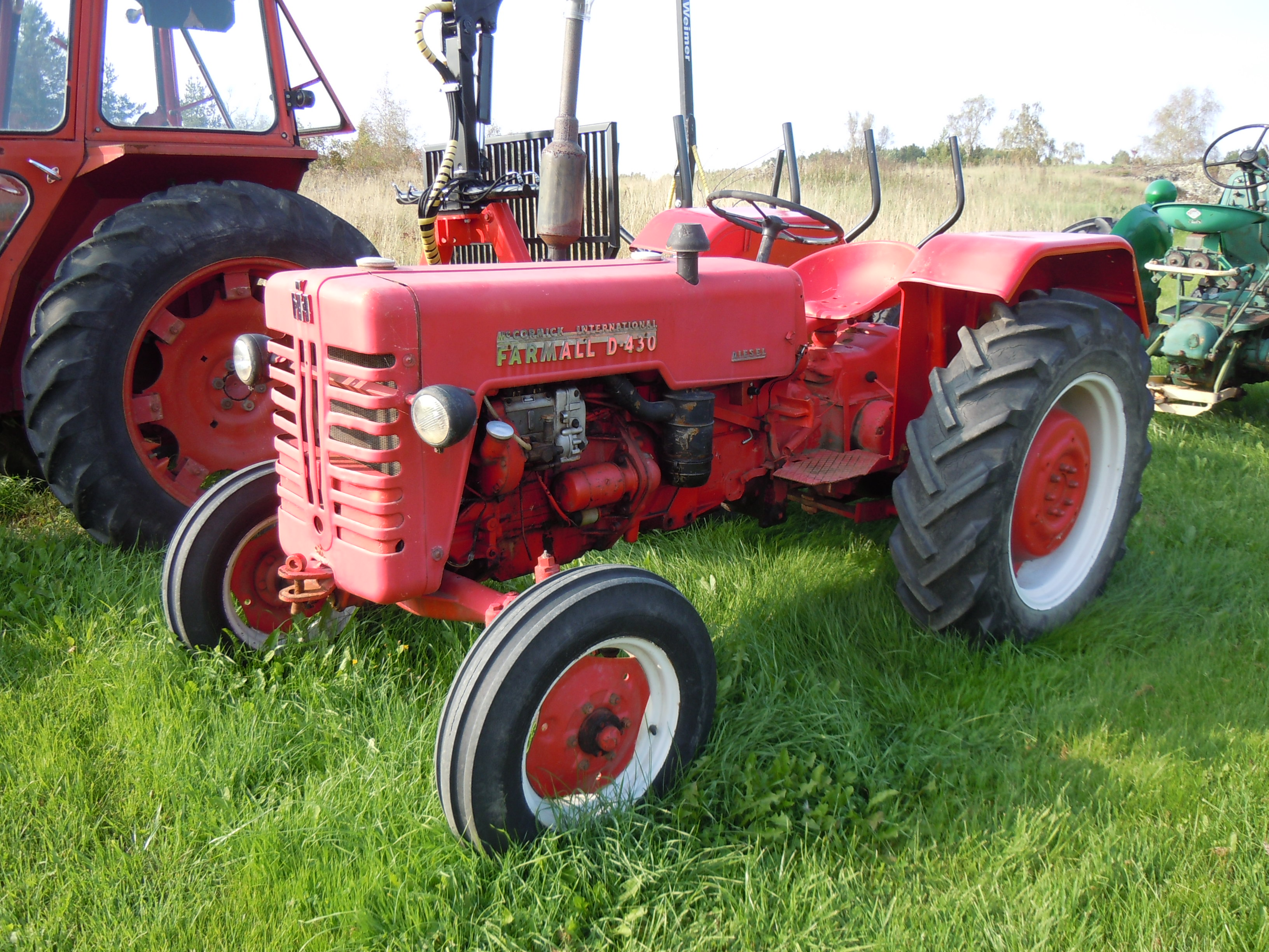 File:Farmall D-430 tractor.jpg - Wikimedia Commons