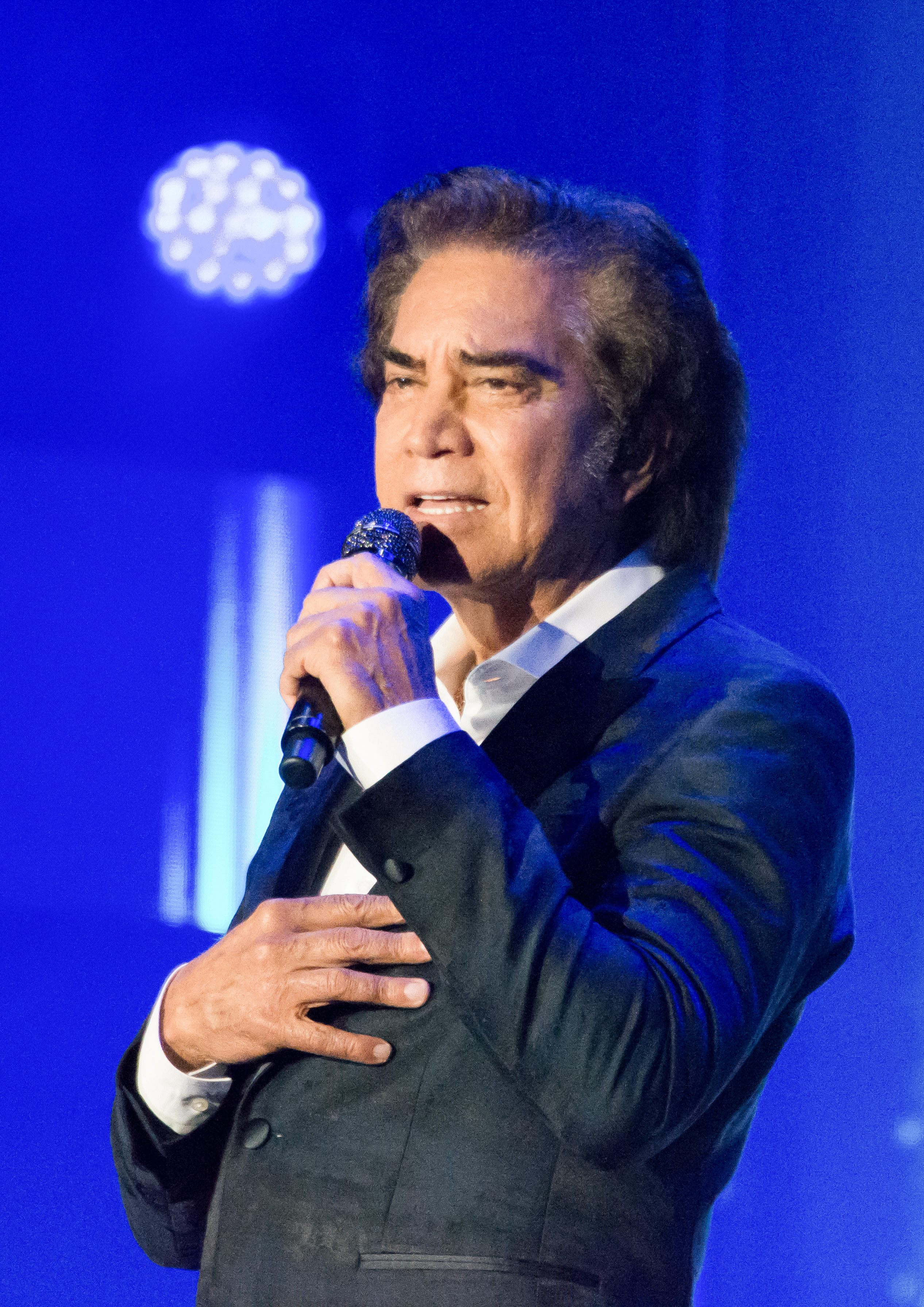 Jose Luis Rodriguez Cantante Wikipedia La Enciclopedia Libre Spending too much time in soccer games at school, his low academic performance forced his mother to send him to 'la prensa' newspaper in order to get more. wikipedia
