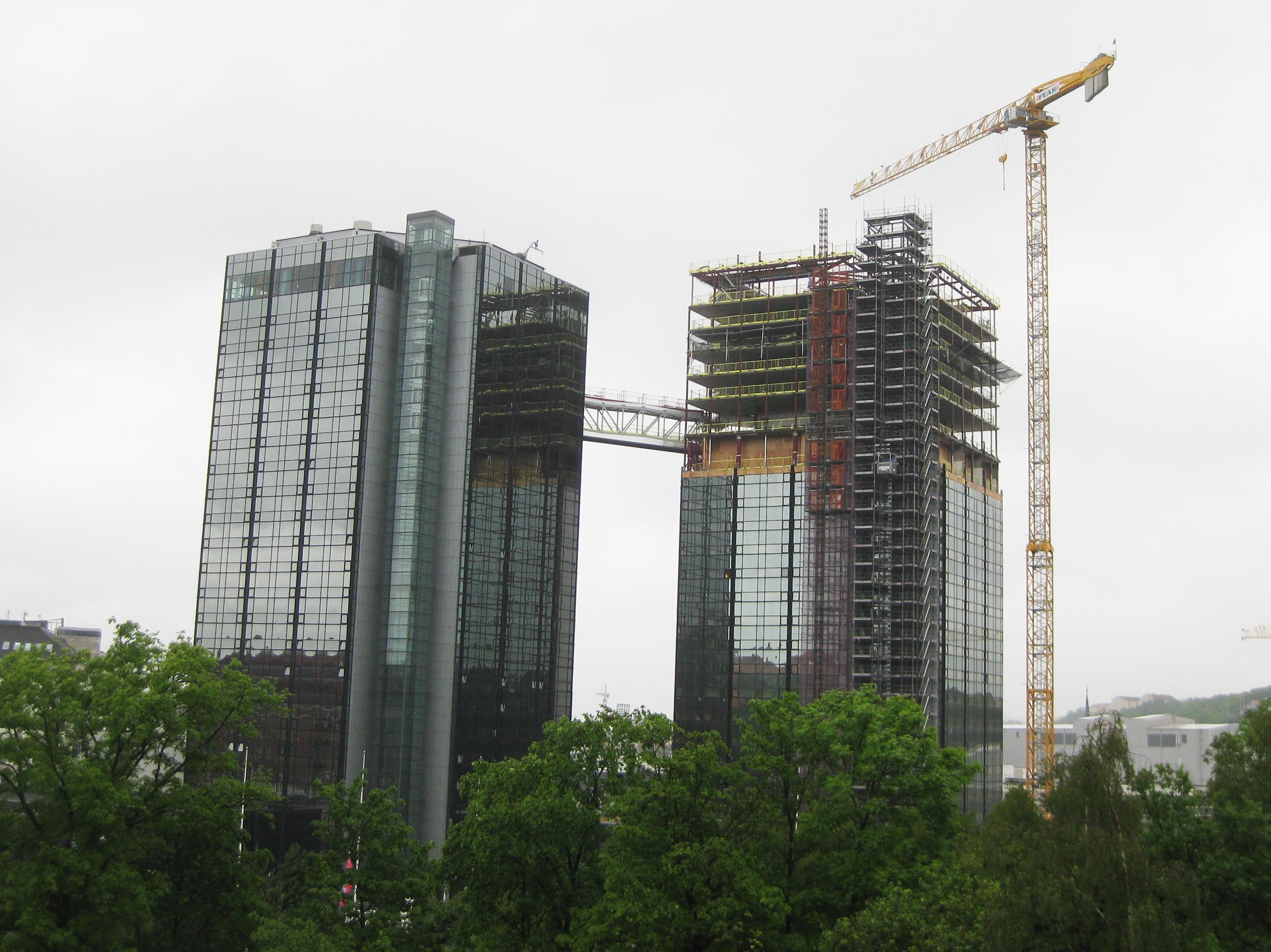File:Gothia Towers, one bridge A.jpg - Wikimedia Commons