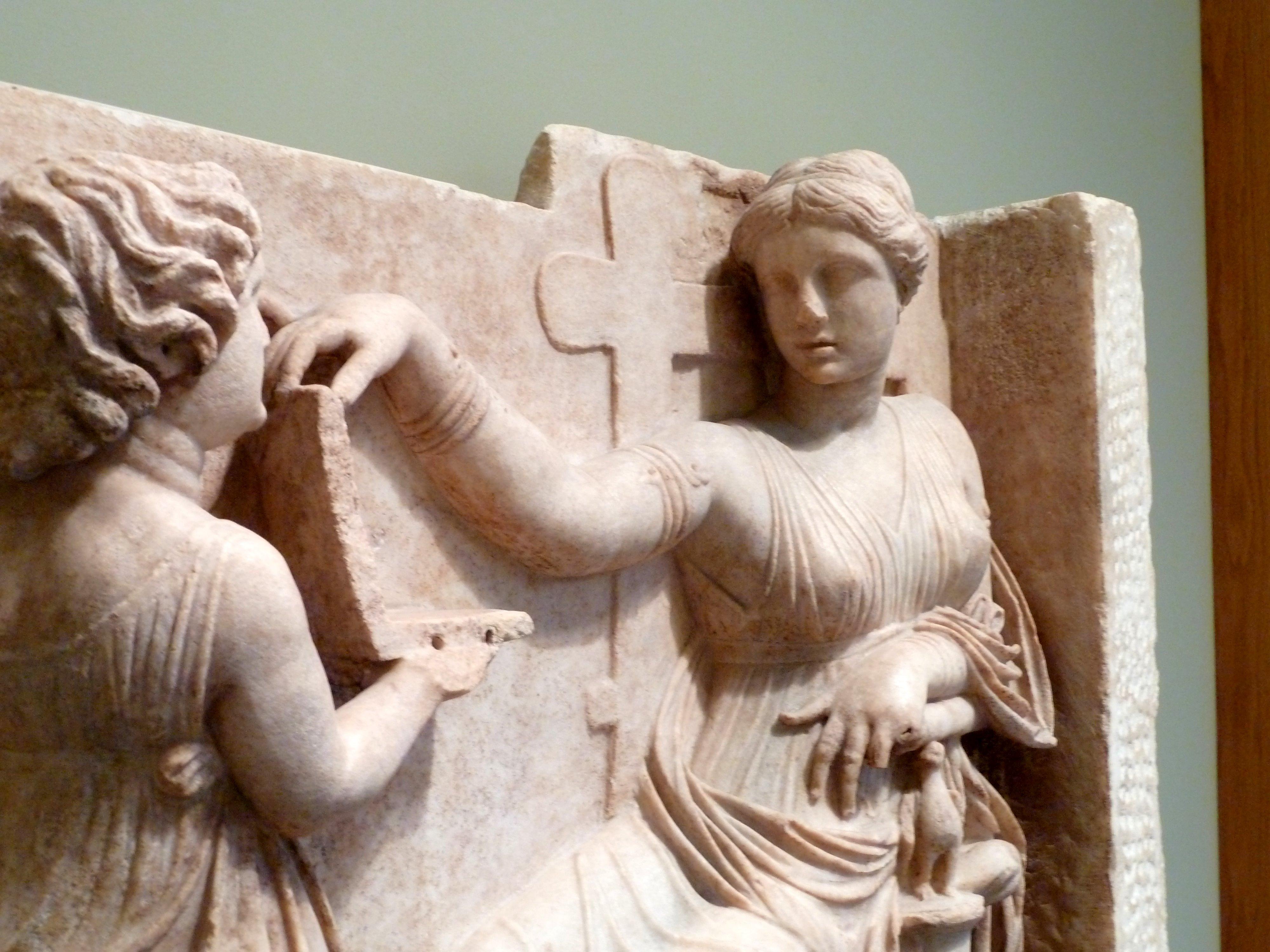 Patung Grave Naiskos of an Enthroned Woman with an Attendant, memegang Laptop - 4 Misteri Teknologi Masa Lalu, Tanda Kejeniusan Atau Ekstra Terestrial?