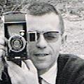 Guy Borgé et un appareil de collection (pliant).jpg