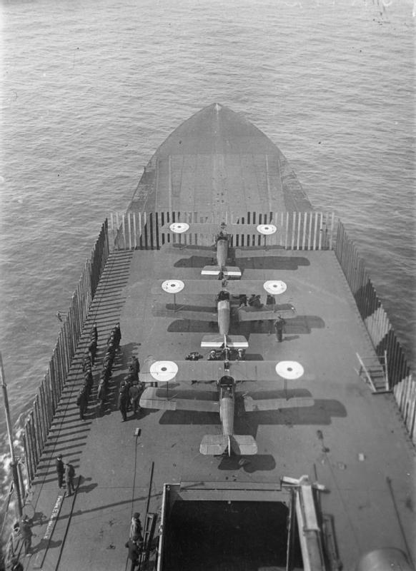 HMSFurious-SopwithCamels-WWI-IWM_SP1159.jpg