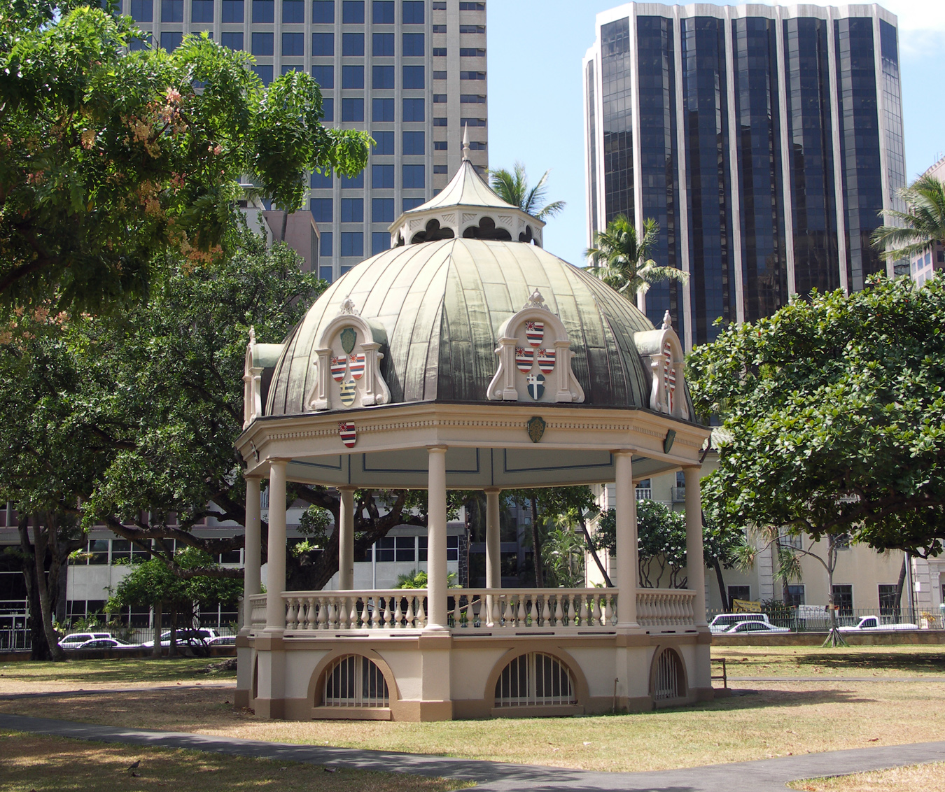 File:Iolani Palace gazebo.jpg - Wikimedia Commons