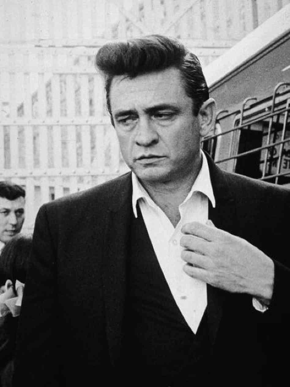Johnny Cash in bianco e nero di Dillan Stradlin / CC BY-SA (https://creativecommons.org/licenses/by-sa/4.0)