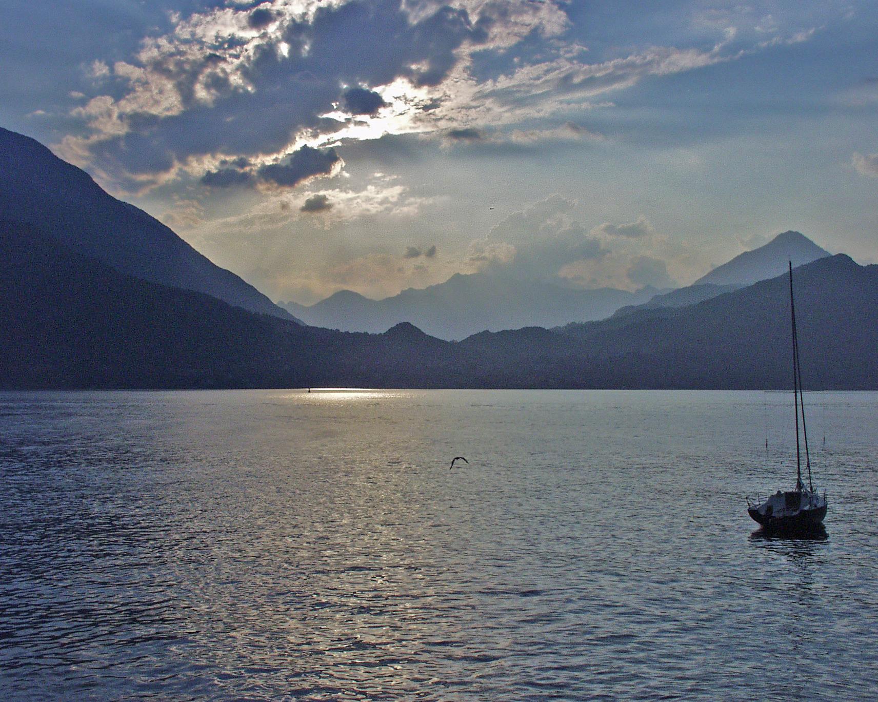 Descrizione Lago di Como Sailboat.JPG