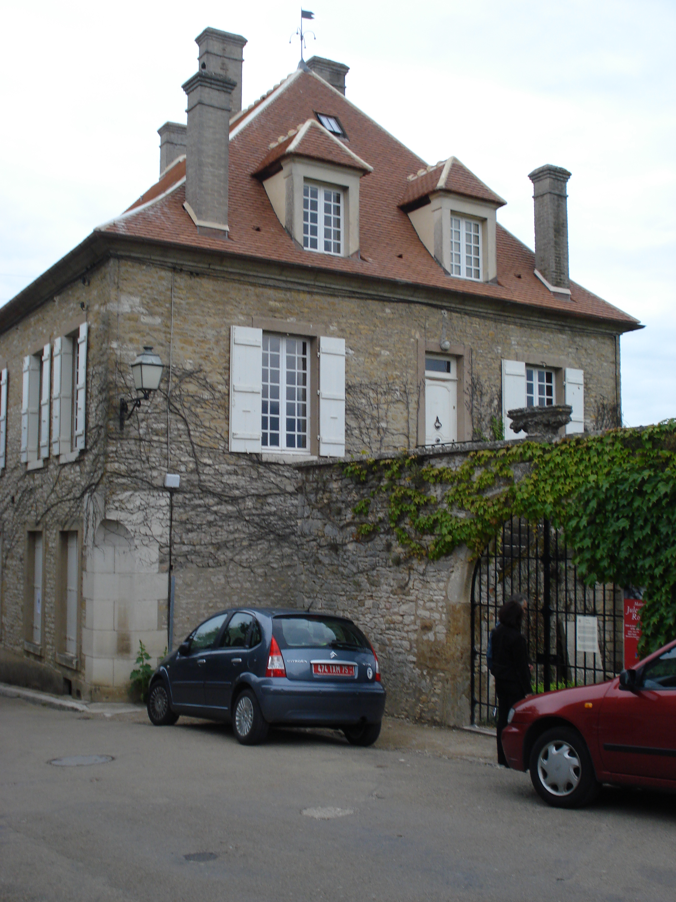 BUILDING OF THE CHEMIN DU ROY