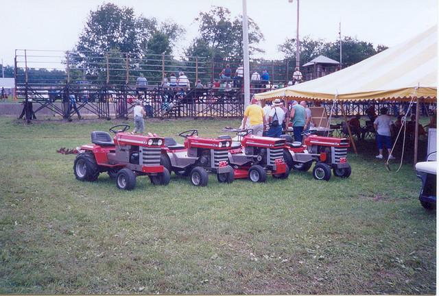 File:Massey Ferguson Garden Tractors