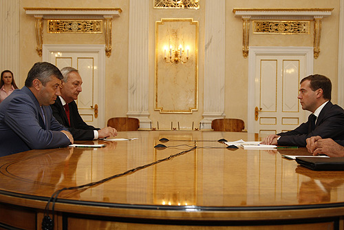 File:Medvedev meets with Kokoity and Bagapsh.jpg