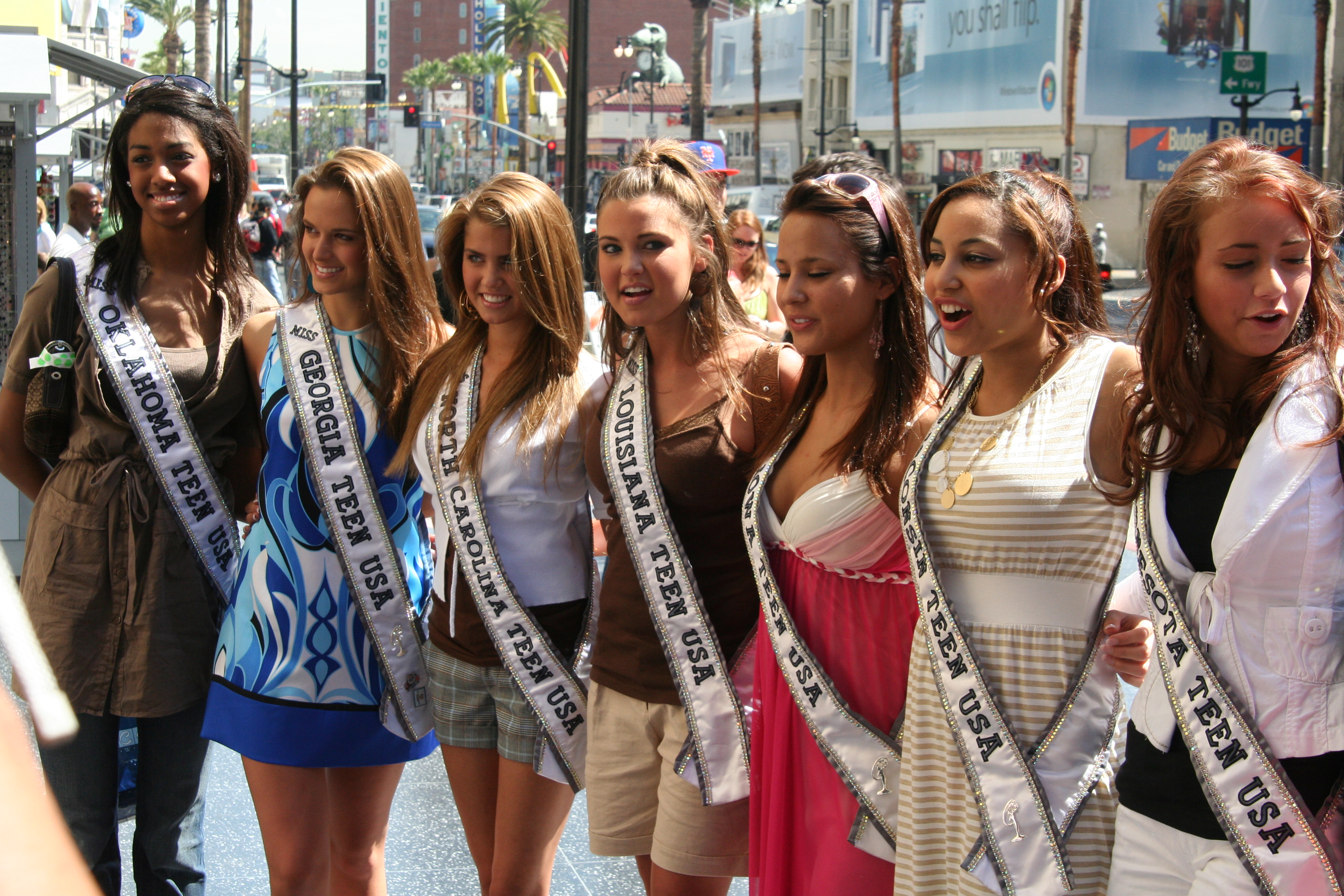 File:Miss Teen USA 2007 delegates Hollywood and Highland March 2007 1.png