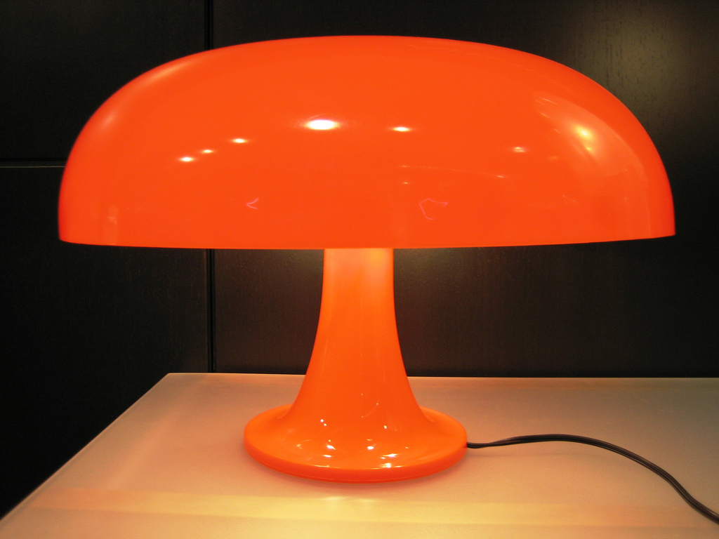 File:Nesso lamp - Artemide.jpg - Wikimedia Commons
