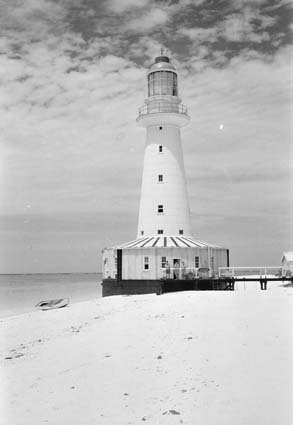 English: North Reef Lighthouse, Queensland - L...