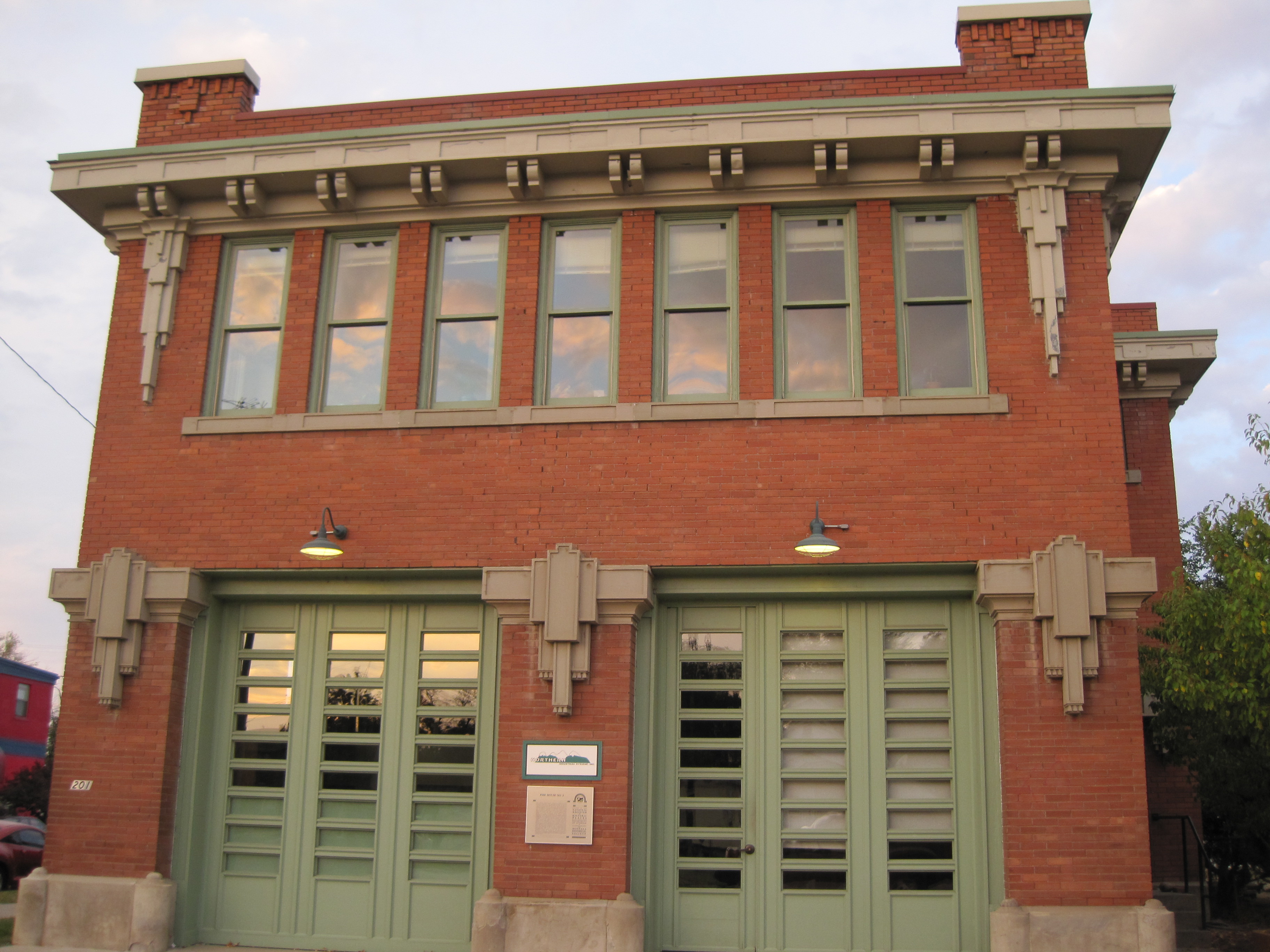 File old firehouse no 2 billings mt jpg wikimedia commons for Facts about house fires