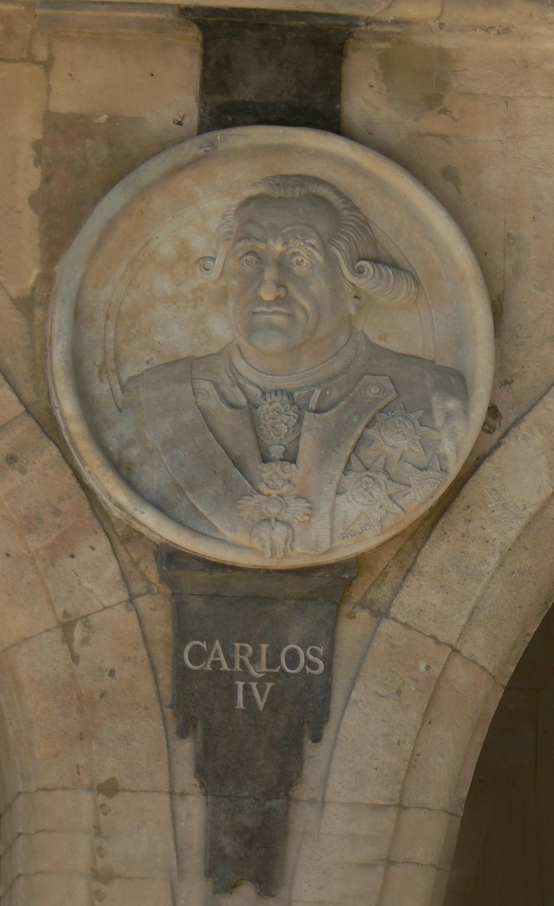 Pabellón Consistorial medallón 23 Carlos IV.JPG