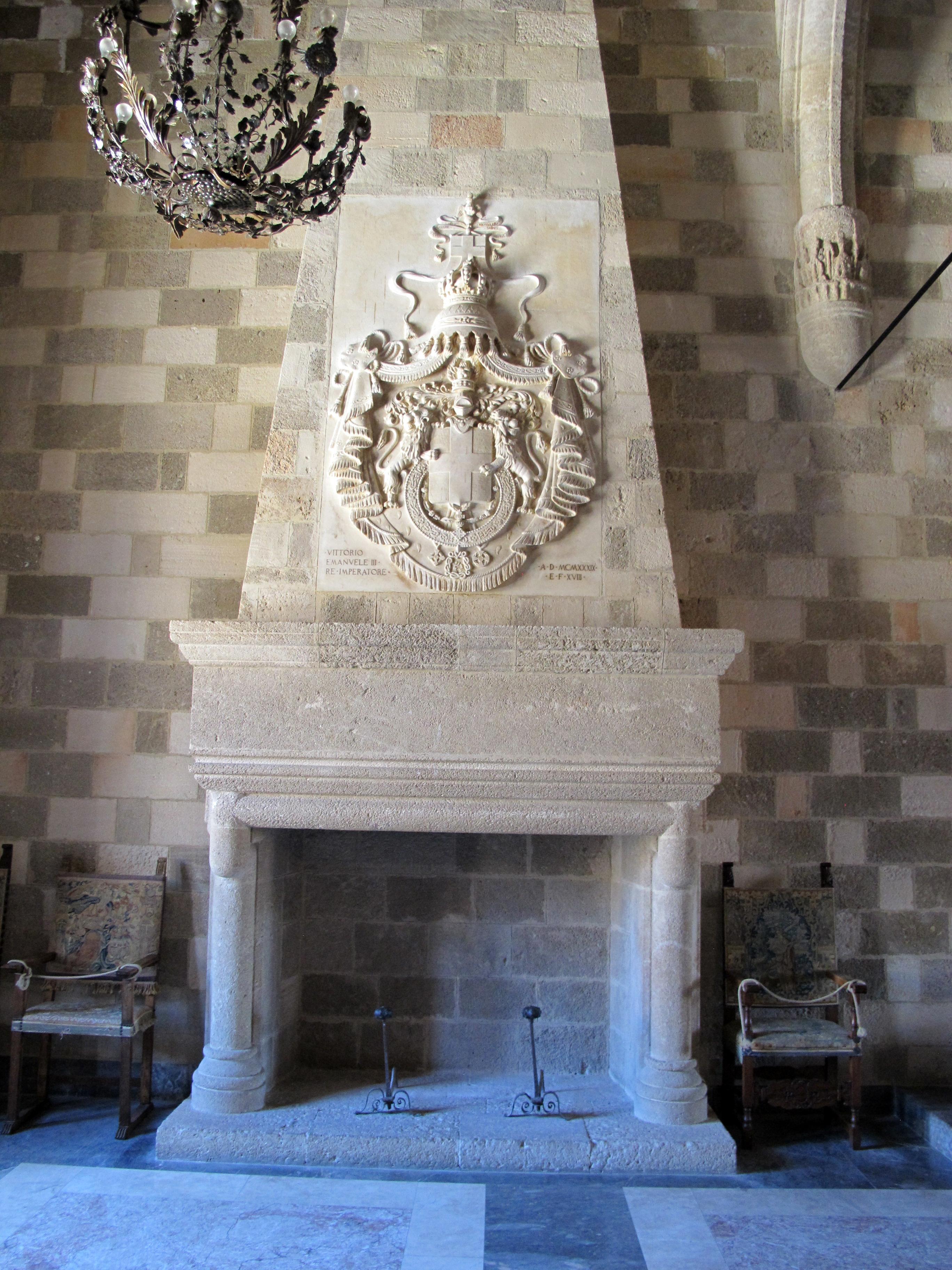 File palazzo dei gran maestri di rodi sala delle muse for Sala con camino