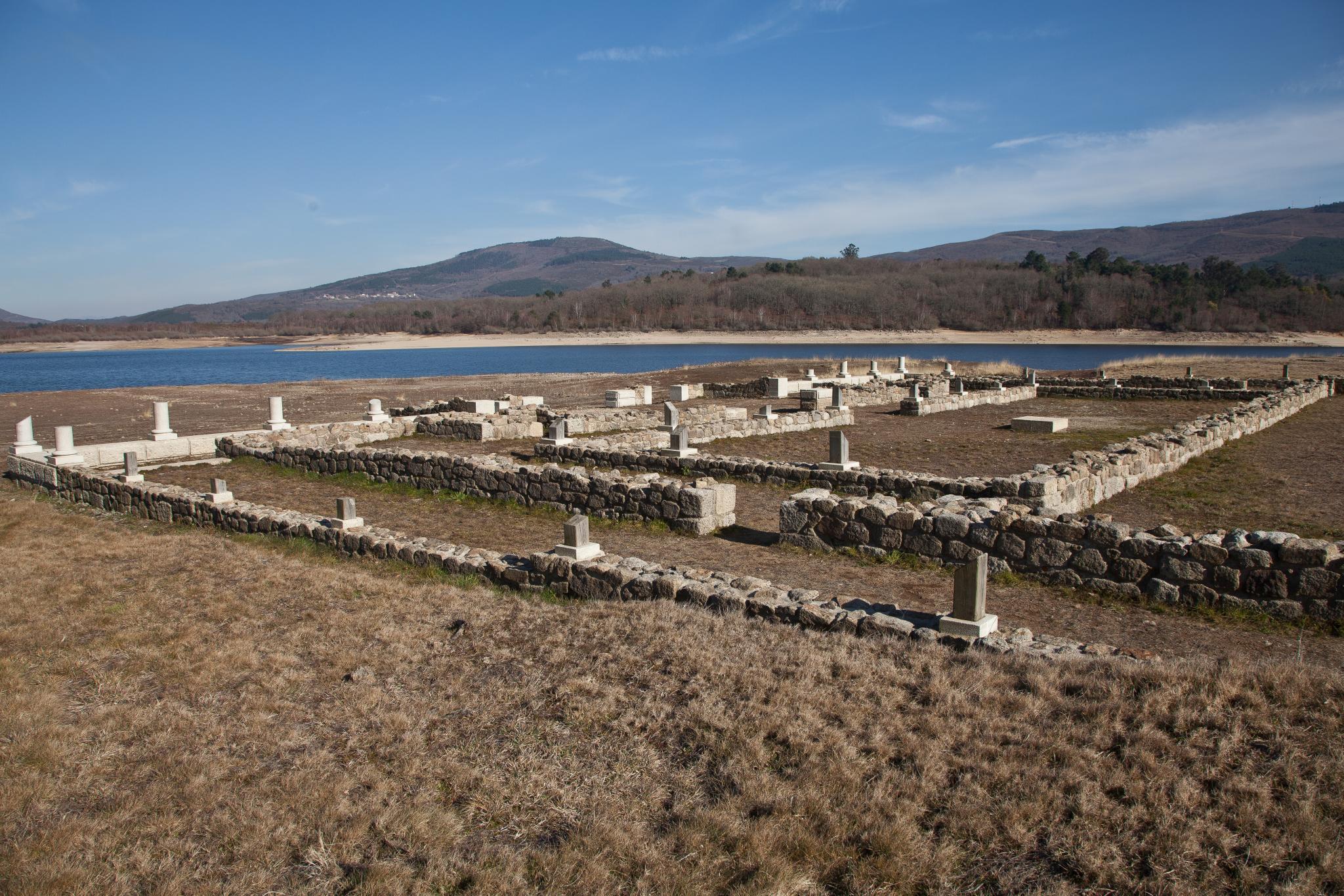 Baños Romanos Merida: baños de camamento romano romano aquis aquis querquennis miña terra