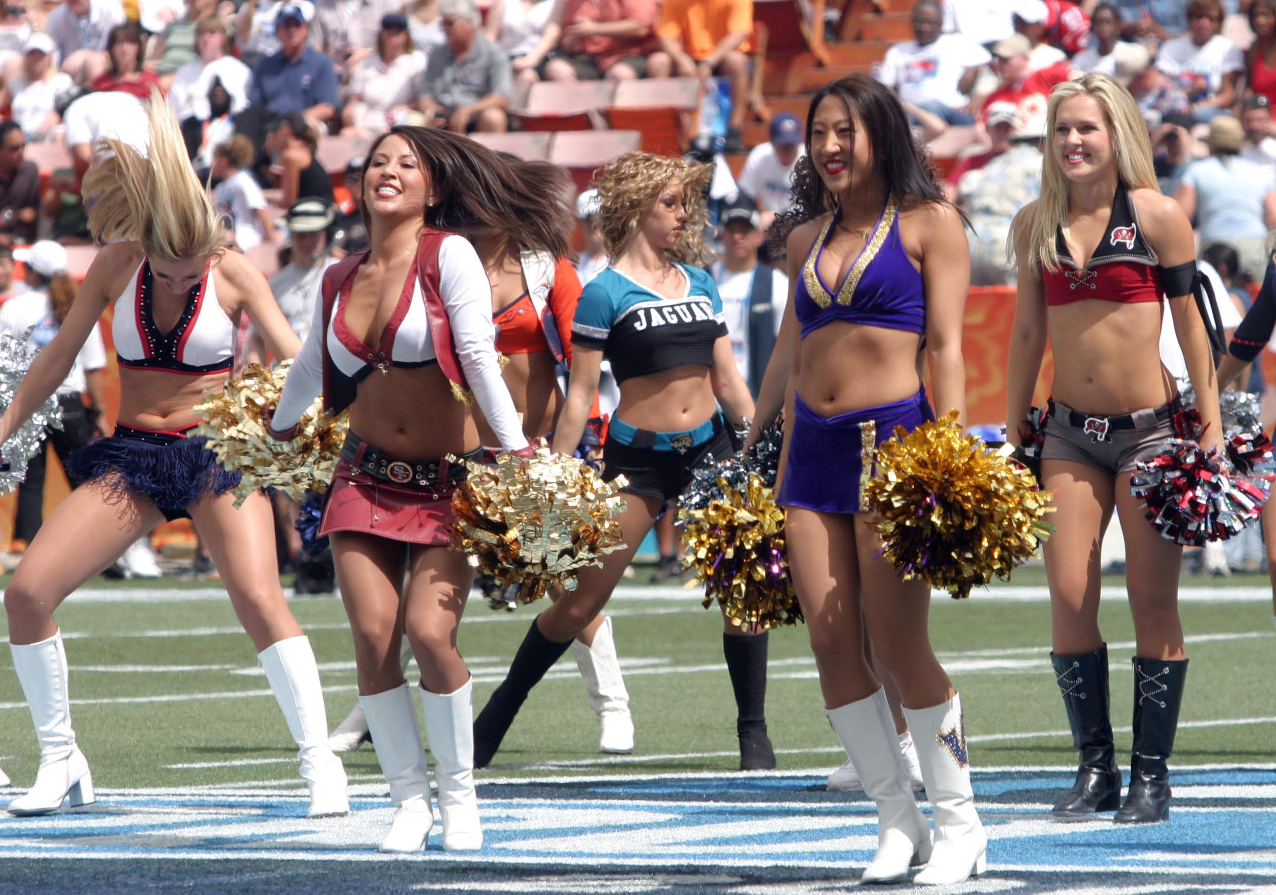 Description Pro Bowl 2006 cheerleaders.jpg