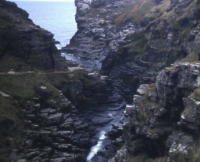 File:Rocky Valley mouth - geograph.org.uk - 481289.jpg