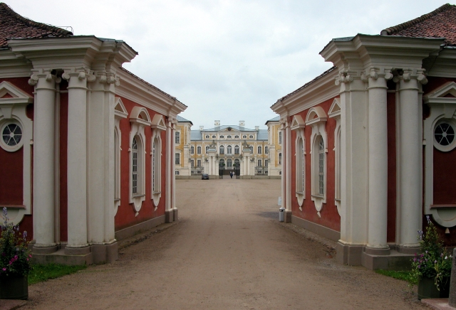 Château de Rundale, Lettonie Rundale_Pilsrundale_Eingangsportal