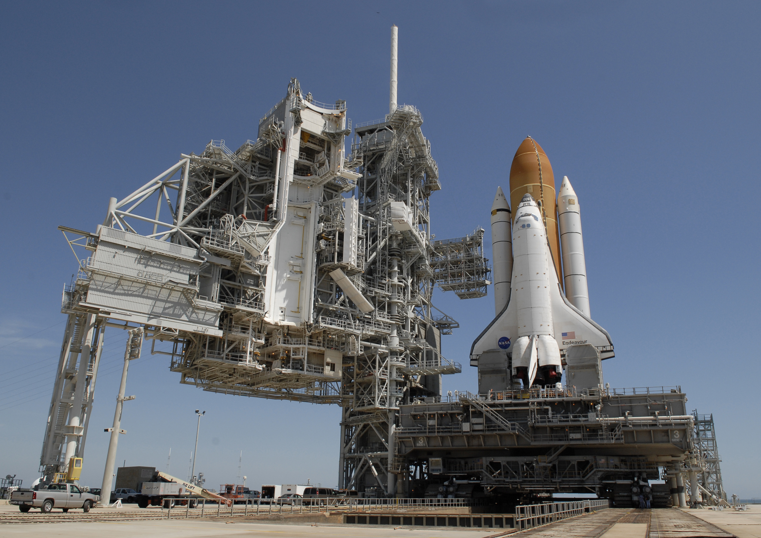 File:STS-127 Endeavour on Launch Pad 39A.jpg - Wikimedia ...