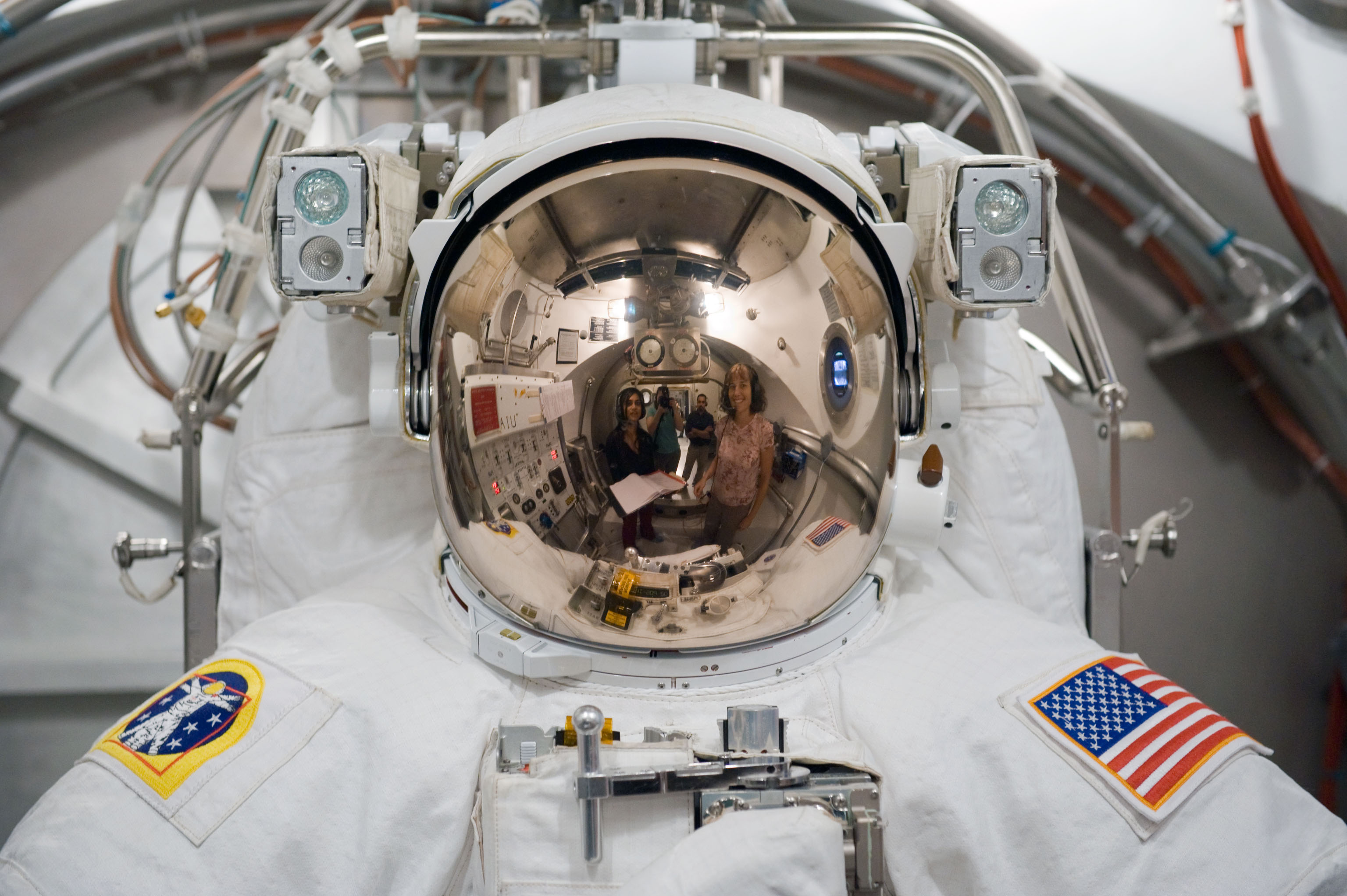 File:STS-131 Spacesuit Fit Check 2.jpg - Wikimedia Commons