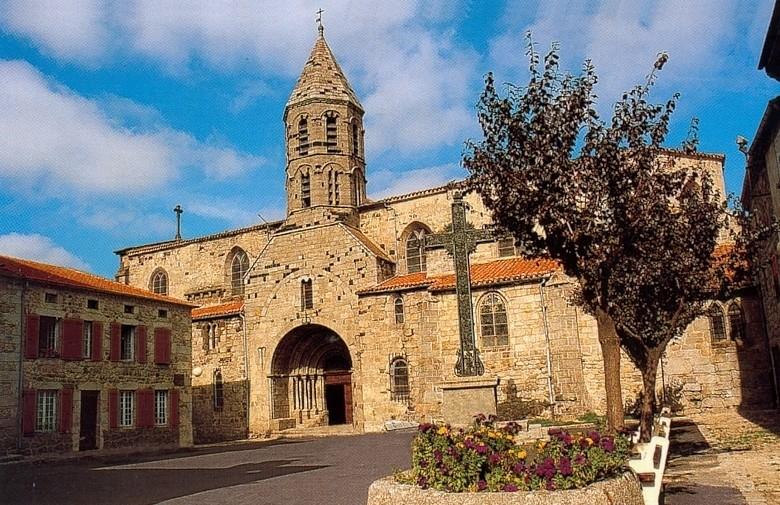 File:Saugues église St Médar.jpg