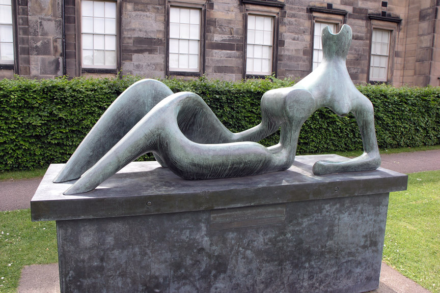 Sculpture d'Henry Moore au Scottish National Gallery of Modern Art d'Edimbourg.