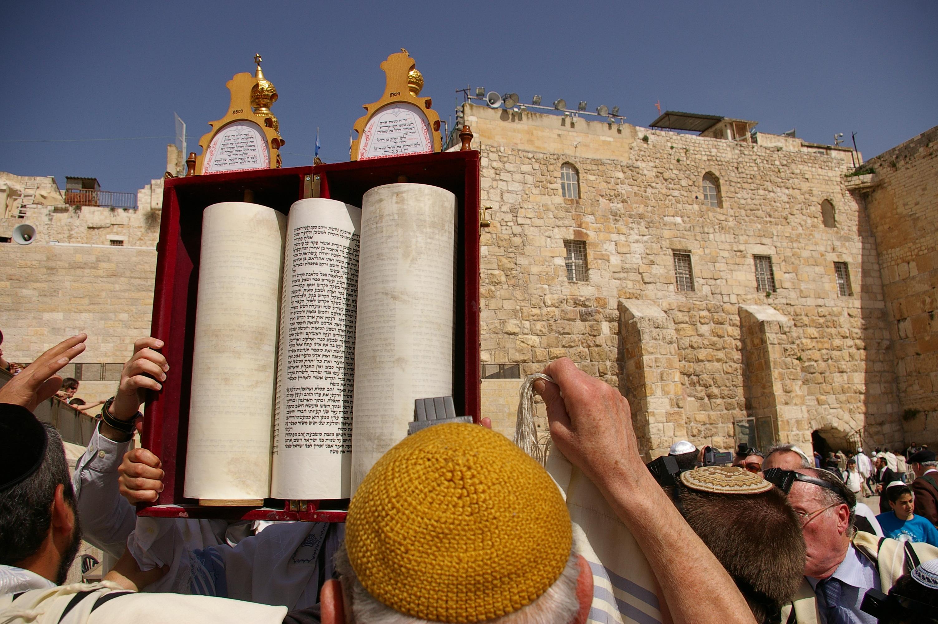 [Obrazek: Sefer_Torah.JPG]