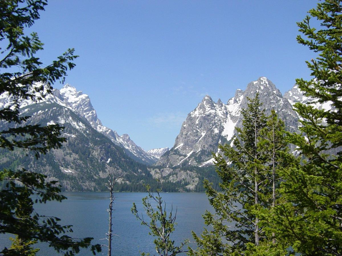 Description Teton Range from Jenny Lake-1200px.JPG