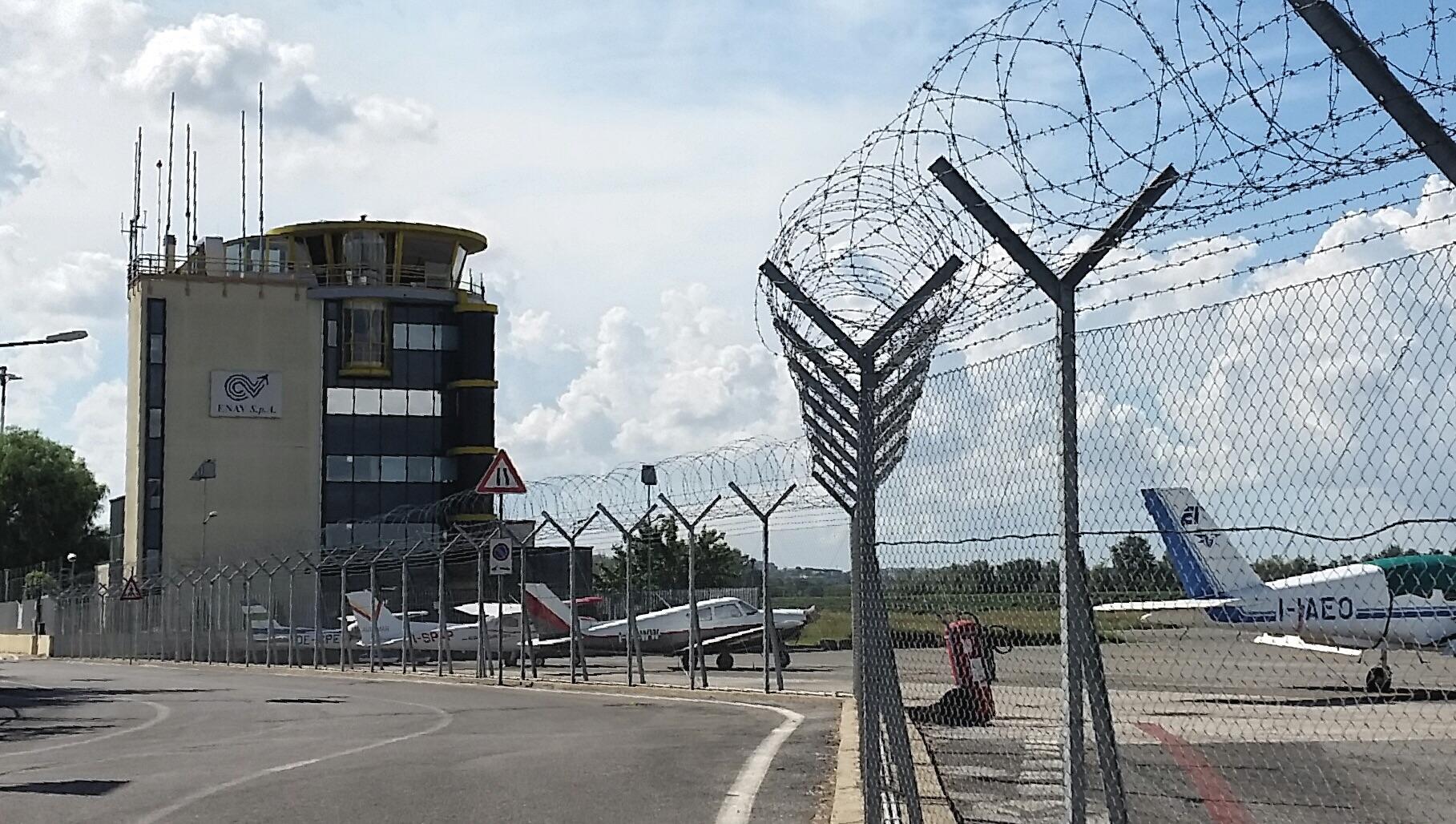Aeroporto Urbe : File torre di controllo enav aeroporto roma urbe g wikimedia