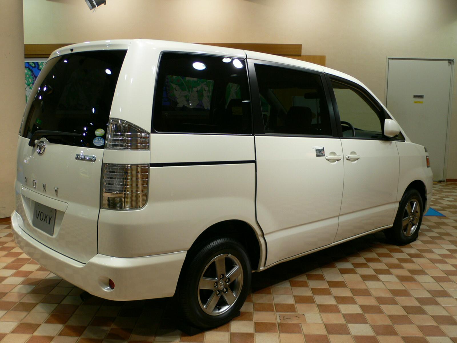 File:Toyota Voxy 02.jpg