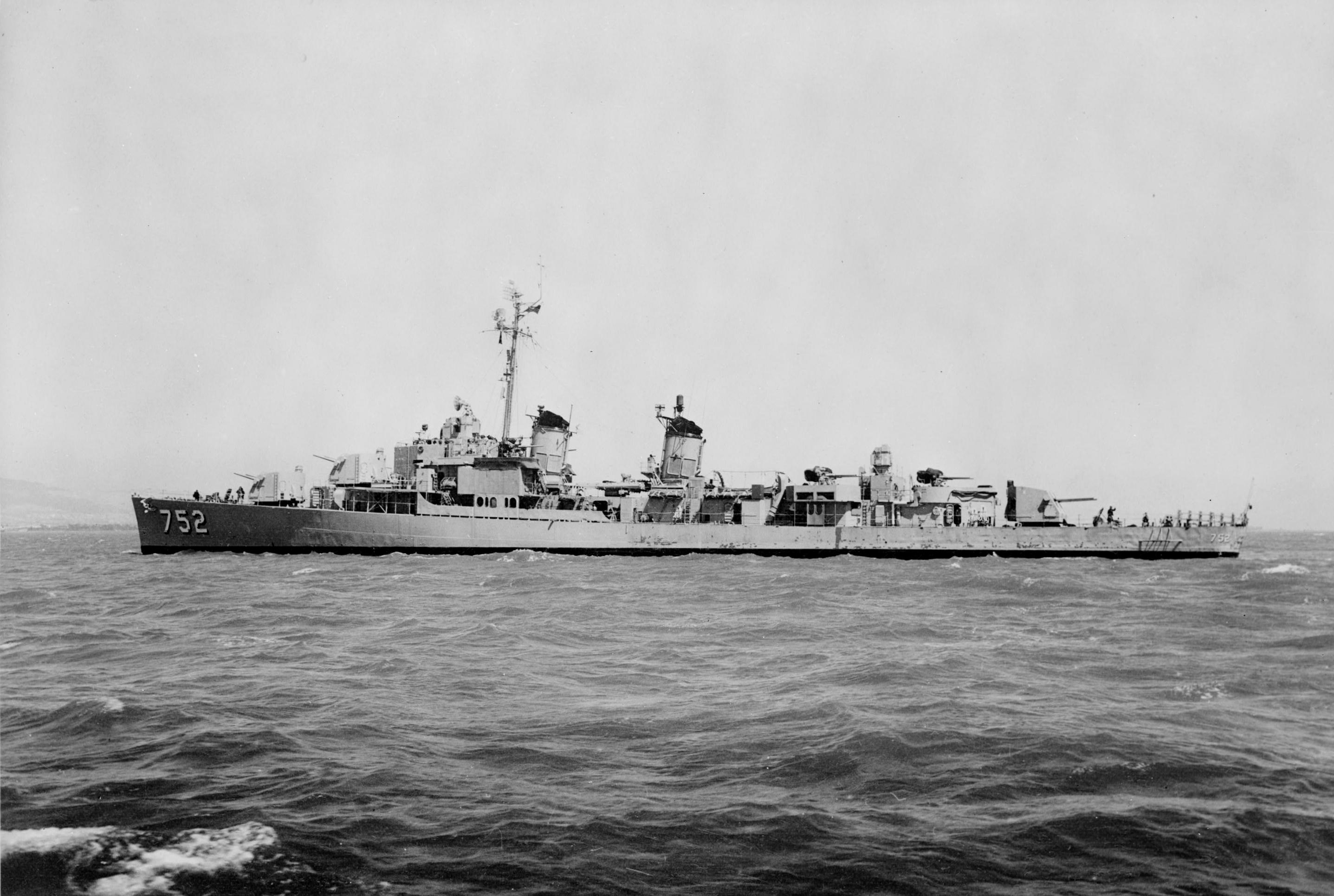 File:USS Alfred A. Cunningham (DD-752) off the San Francisco