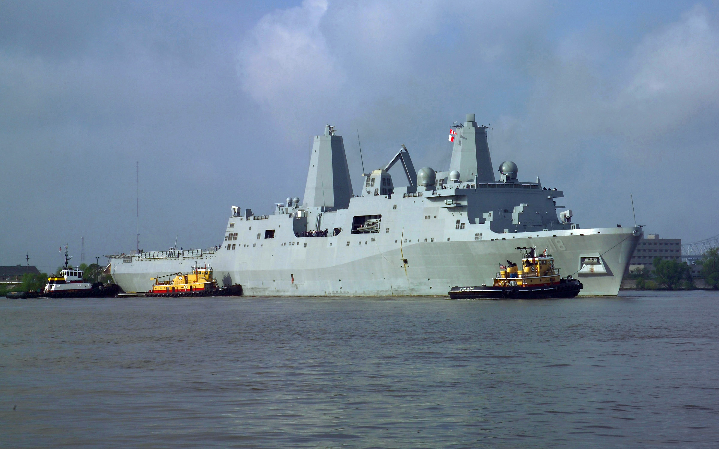 File:US Navy 070403-N-0857S-002 The amphibious transport