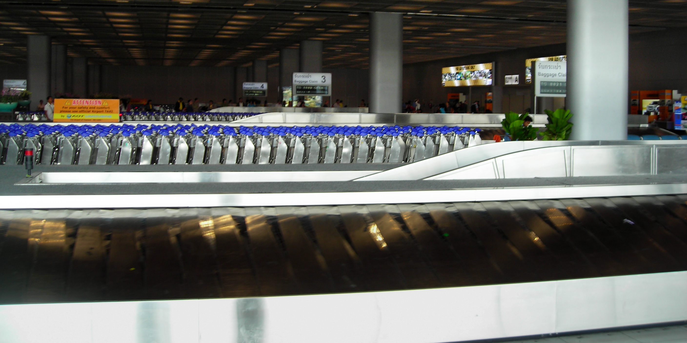 baggage dating service Everything you need to know about preparing your bags: from hand baggage to checked baggage, special baggage to assistance in the event of a problem.