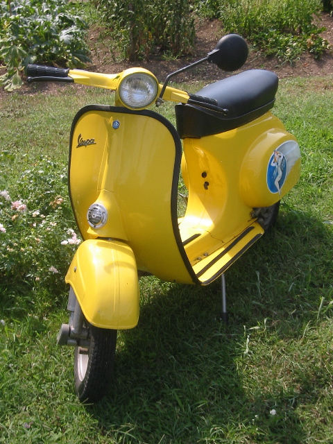 http://upload.wikimedia.org/wikipedia/commons/7/76/Vespa_scooter2.jpg