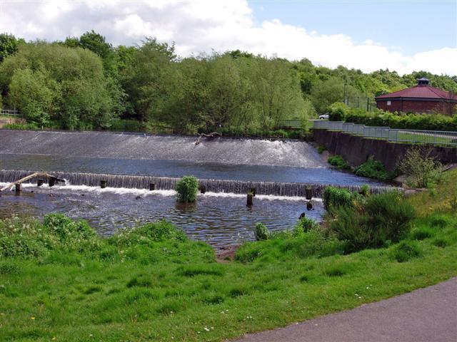Weir on the River Derwent - geograph.org.uk - 176118