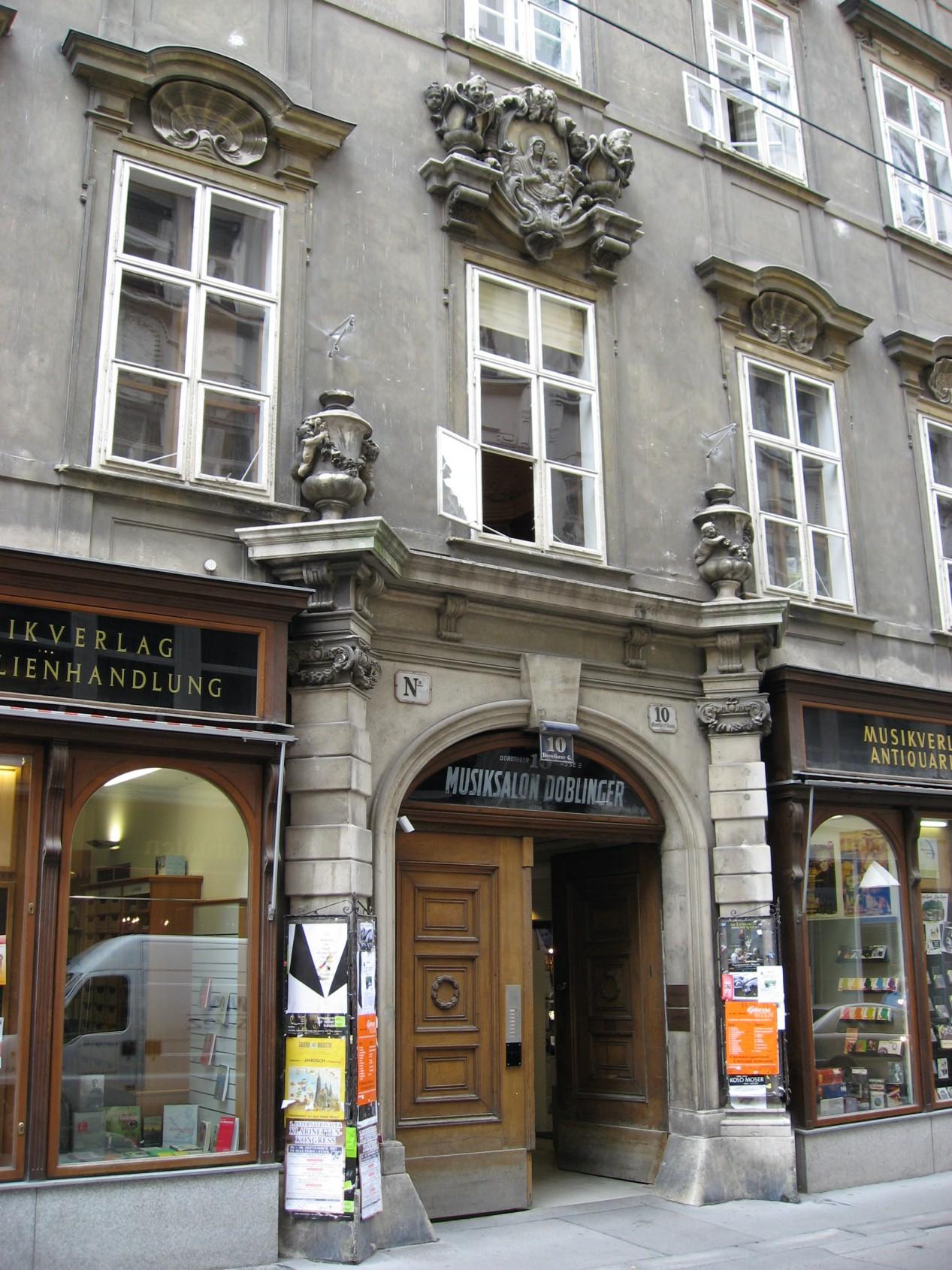Wien Palais Dietrichstein an der Dorotheergasse.jpg