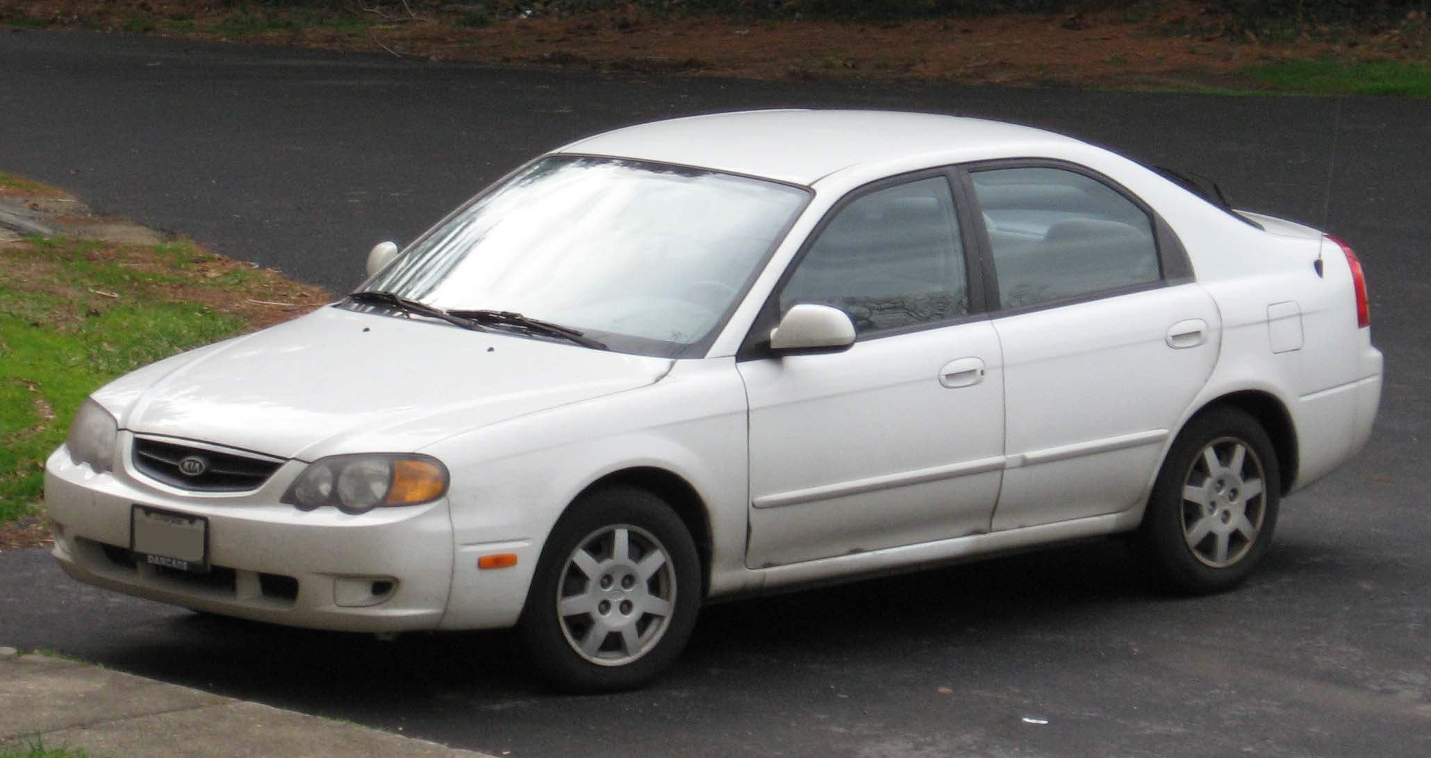 Description 2002-04 Kia Spectra hatchback.jpg