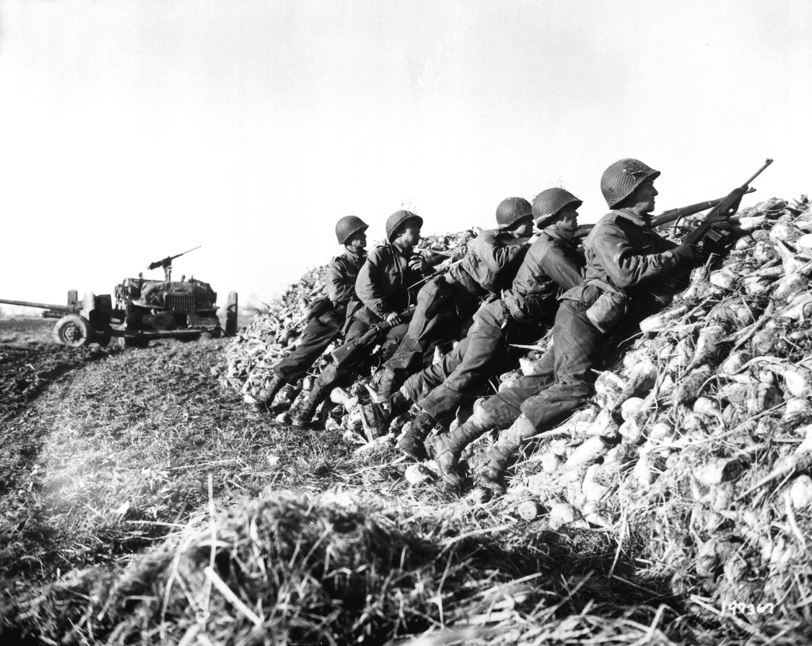 German 50 Mm Anti Tank Gun: File:A U.S. Infantry Anti-tank Crew Fires On Nazis Who