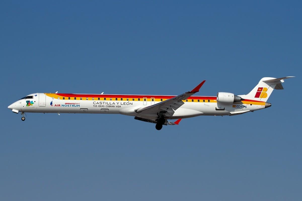 https://upload.wikimedia.org/wikipedia/commons/7/77/Air_Nostrum_-_Bombardier_CRJ-1000_-_Fabrizio_Berni.jpg