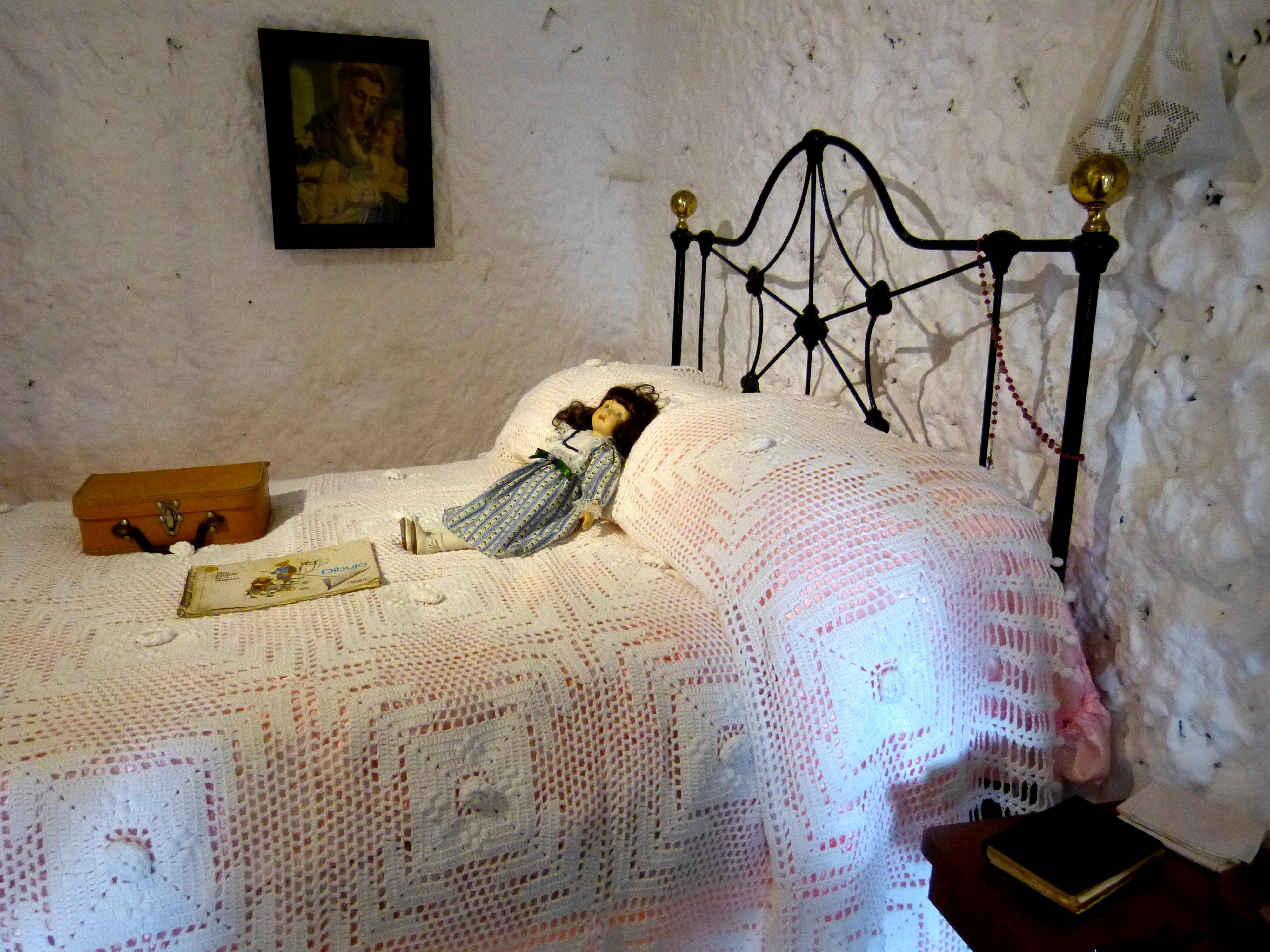 File Artenara Museo Casas Cuevas Hohle 1e Bett Jpg Wikimedia Commons
