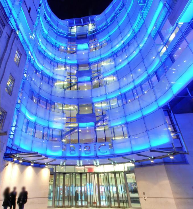 Particolare della rinnovata Broadcasting House, storica sede londinese della BBC.