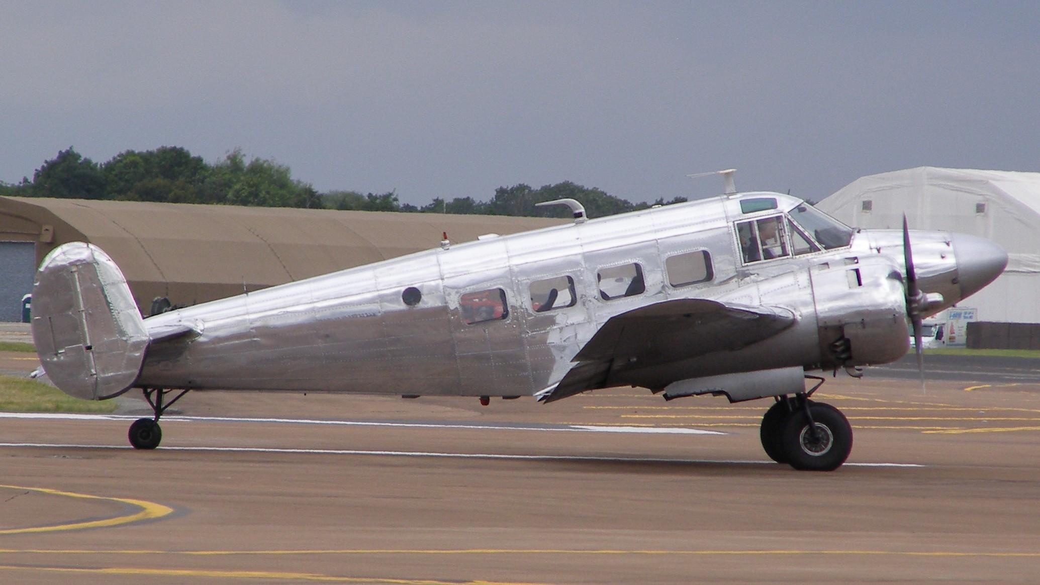 Un Beechcraft 18 similar al del accidente de Croce